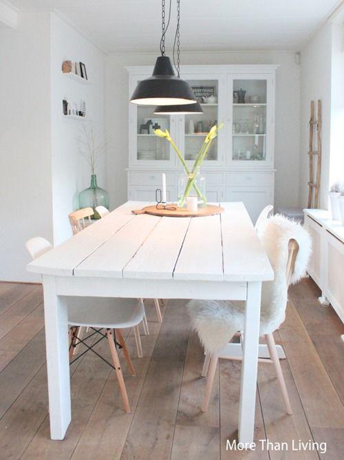 Lekker lang tafelen inspiraties - Tafel en witte stoelen ...