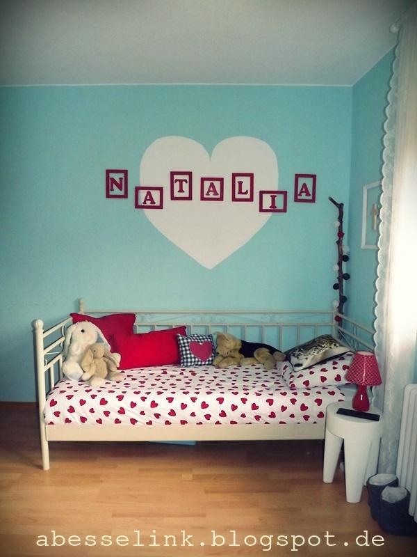 Slaapkamer met als thema hartjes interieur - Slaapkamer van een meisje ...