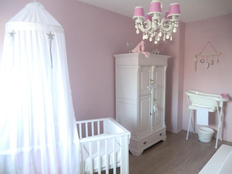 landelijke babykamer interieur