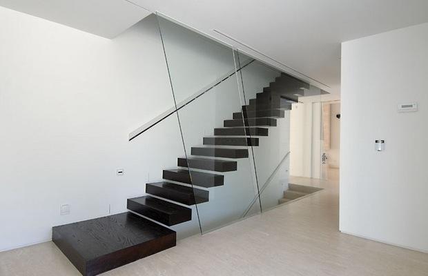 De zwevende trap inspiraties - Trap in de woonkamer ...