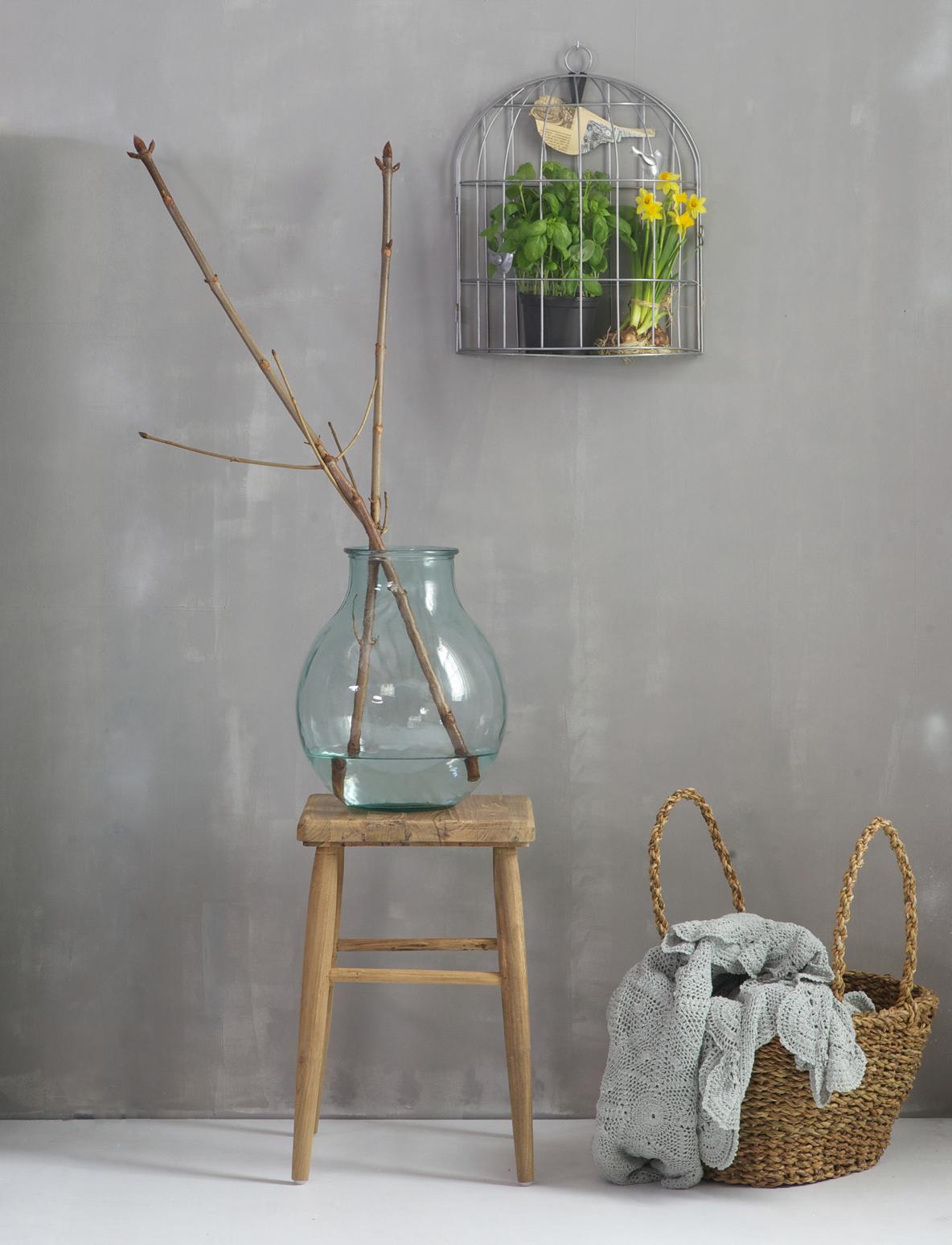 ... interieur of als plantentafel in een wit /pastel kleurig interieur