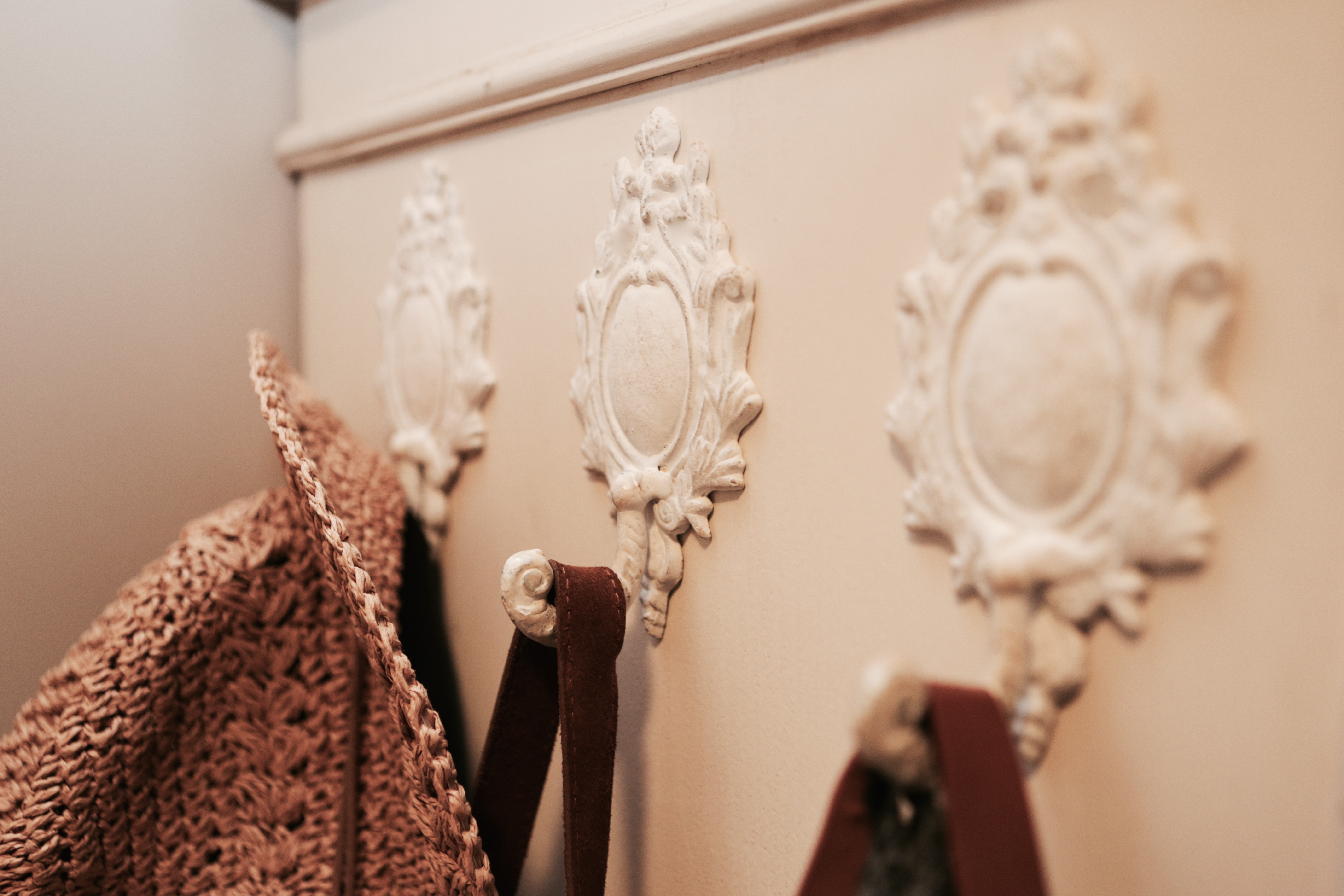 Idee Slaapkamer Stoel : manieren om je kleding snel op te hangen ...