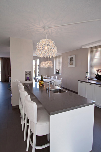 Woonkamer ontwerpen keukens santos open naar de woonkamer toe organisatie en - Woonkamer en moderne keuken ...