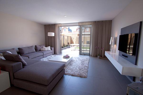 Ontwerp en inrichting nieuwbouw appartement interieurstylist - Moderne eetkamer en woonkamer ...