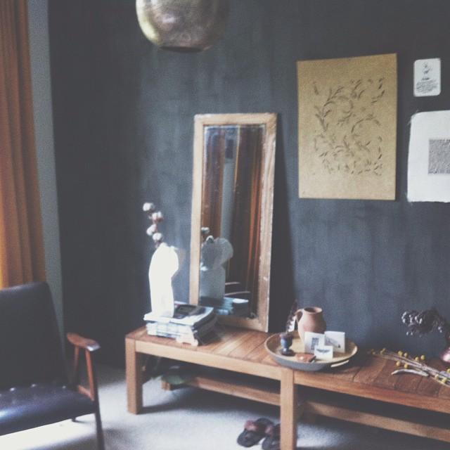 5 instagram interieur inspiratie top 5 inspiraties - Zwarte muur in de woonkamer ...
