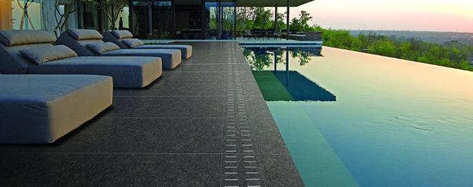 Keramische terrastegels inspiraties - Dek een terras met tegels ...