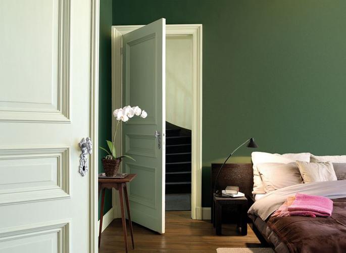 Keuken Grijs Groen : Gebruik vergrijsd, groen kleuren op een muur in de slaapkamer voor een