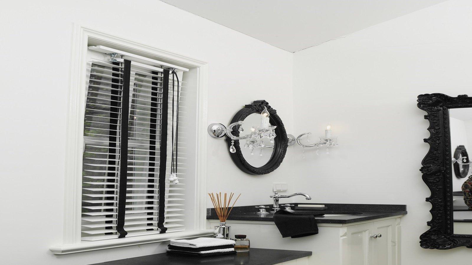 Badkamer Jaloezieen : Raamdecoratie voor de badkamer - Inspiraties ...