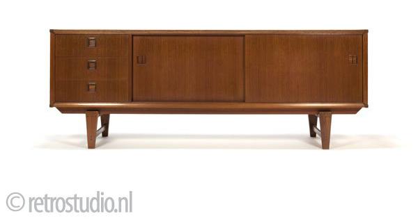 Retro meubels en woonaccessoires inspiraties for Webshop meubels