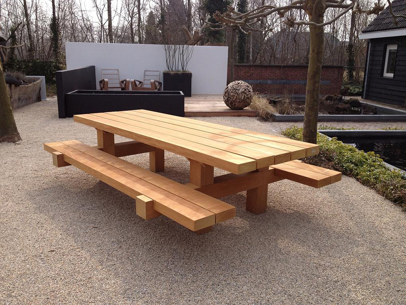 Stoere houten tafels inspiraties - Houten tafel en stoel ...