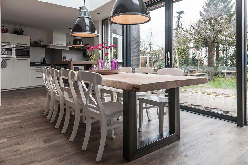 Stoere houten tafels inspiraties - Eigentijdse woonkamer decoratie ...