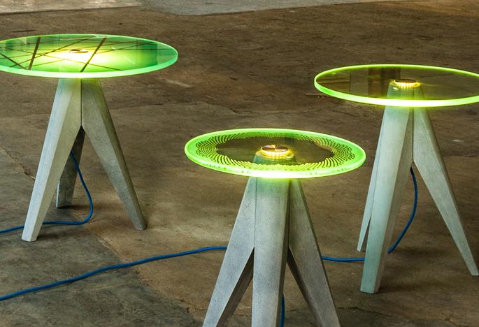 De tafel wordt een lamp, en de lamp een tafel dmv een enkel aanraking ...