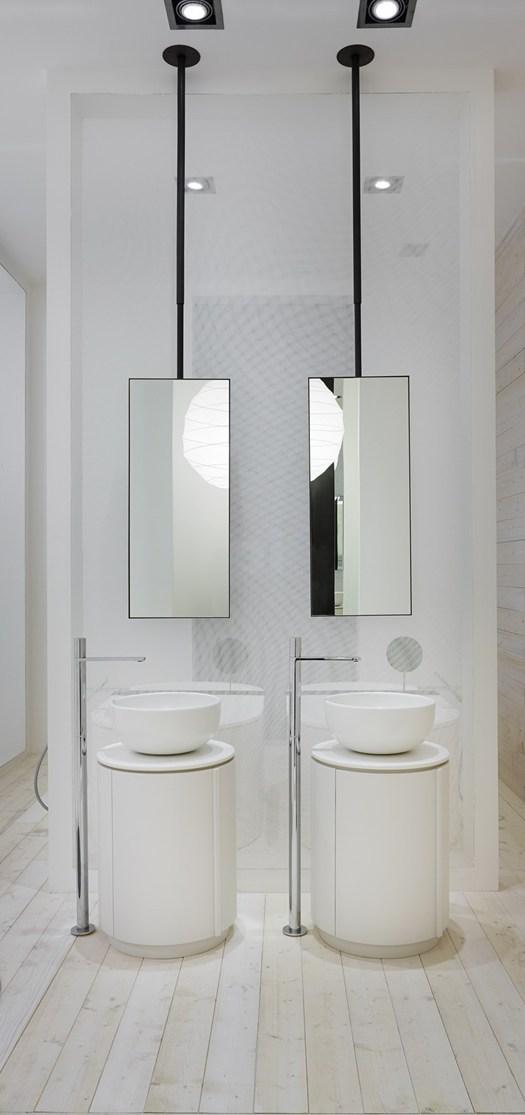 Sanitair en badkamermeubels van keramiek en hout for Badkamermeubels hout