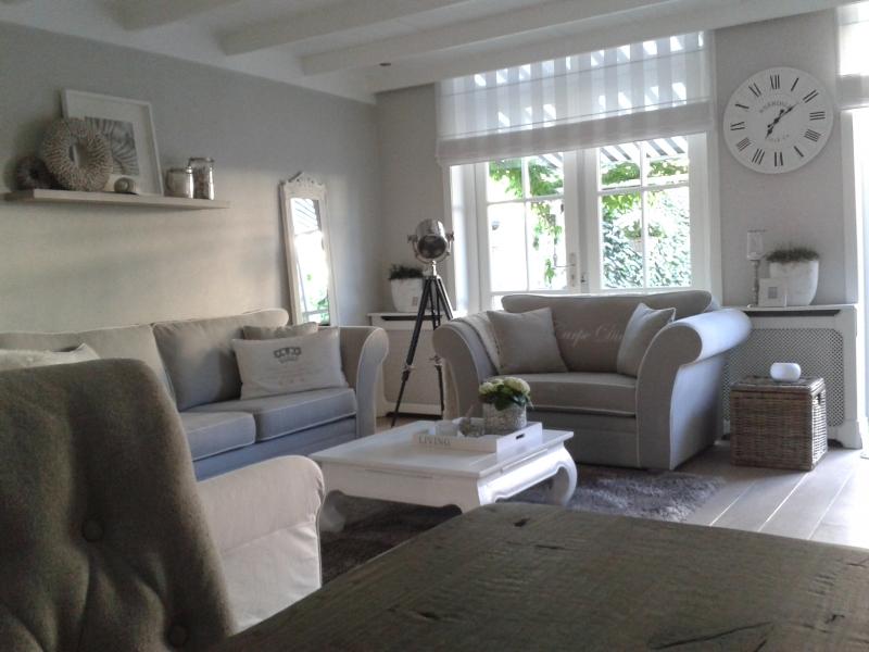 Landelijke hoekbank groningen woonkamer inrichten bank kleine hoekbank van een landelijk licht - Een kleine rechthoekige woonkamer geven ...