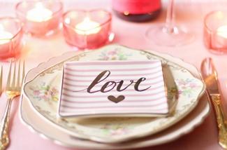 de-tafel-dekken-voor-valentijnsdag-kl.jpg
