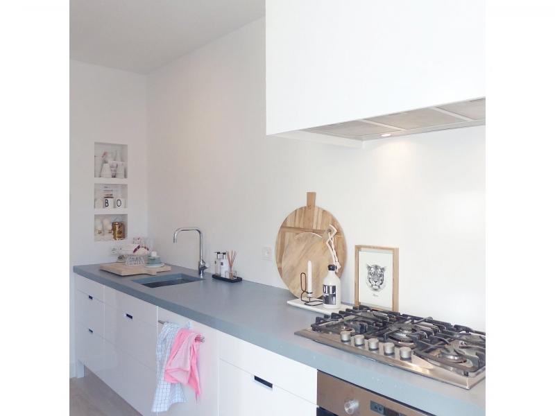 Witte Keuken Schilderen : Achterwand keuken verven