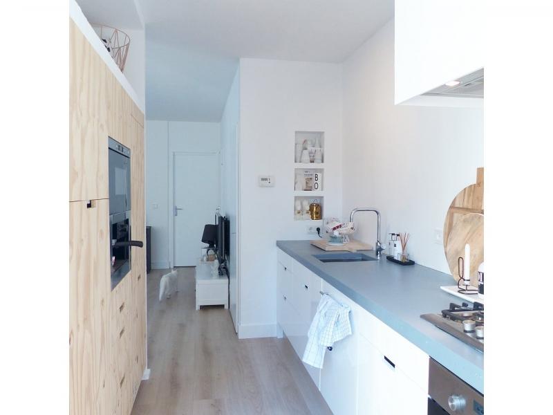 Binnenkijken interieur: Witte keuken zonder achterwand