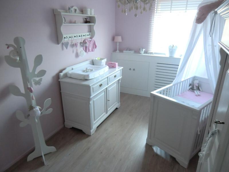 Landelijke babykamer interieur - Roze kleine kamer ...
