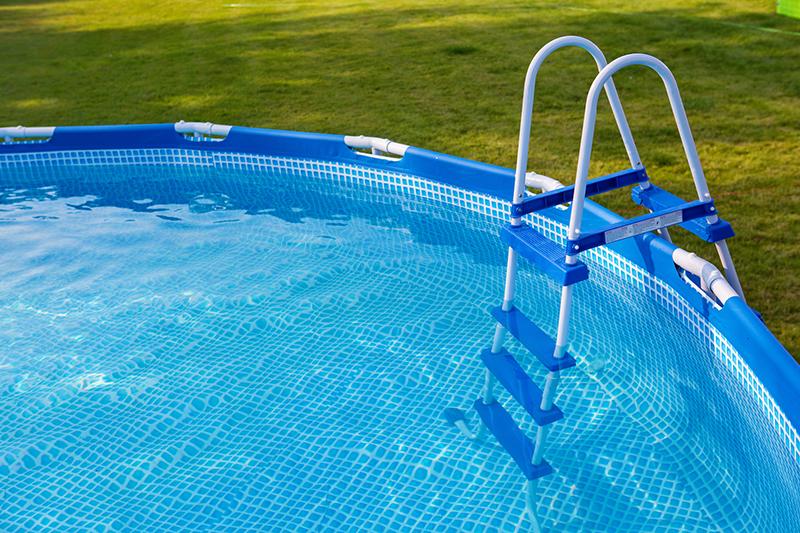 Hoe jij ook een zwembad in de tuin kunt hebben - Piscine intex castorama ...