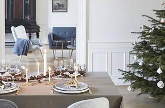 een perfect gedekte kersttafel