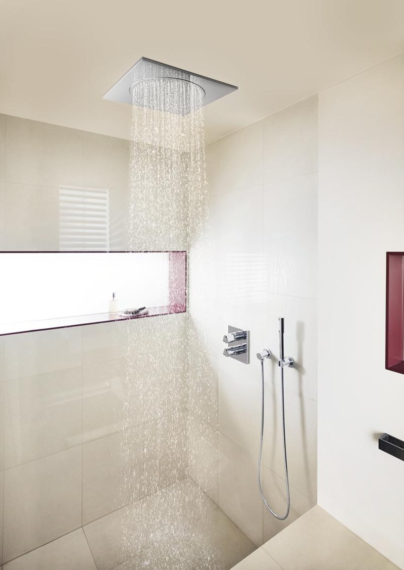 Inloopdouche en regendouche spetterende hit in de badkamer for Instalacion griferia ducha