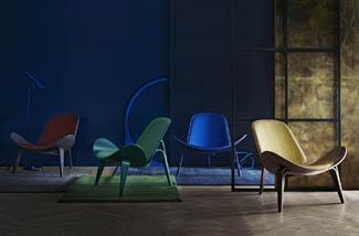 Iconische stoelen van handgeweven zijde