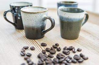 kopje-thee-drinken-op-de-bank-kl.jpg