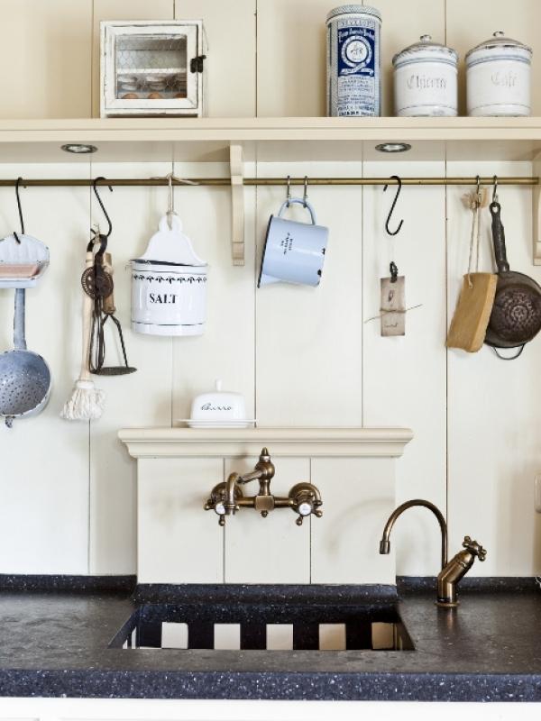 Kijkje in de keuken van saense sjans interieur - Oude keuken decoratie ...