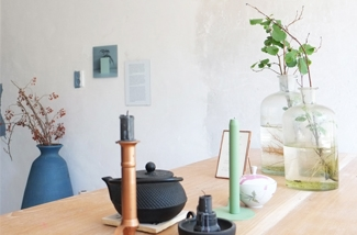 pimpelewit-interieurontwerp-styling-makeover-woonkamer-keuken-betonmuur-eettafel-lune-kl.jpg