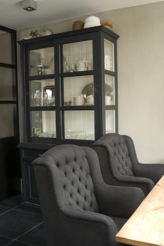 Stoere landelijke woonkeuken interieur for Landelijke eettafel stoelen