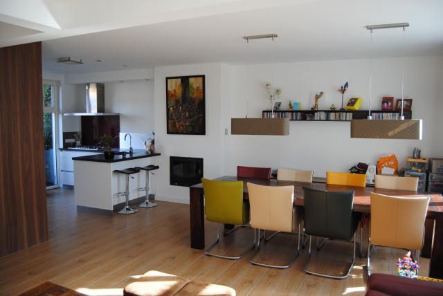 Woonkamer met open keuken interieur for Z vormige woonkamer inrichten