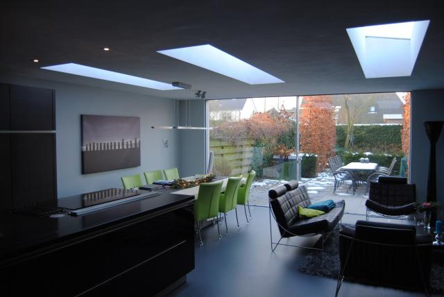 Strak en licht interieur for Interieur huiskamer