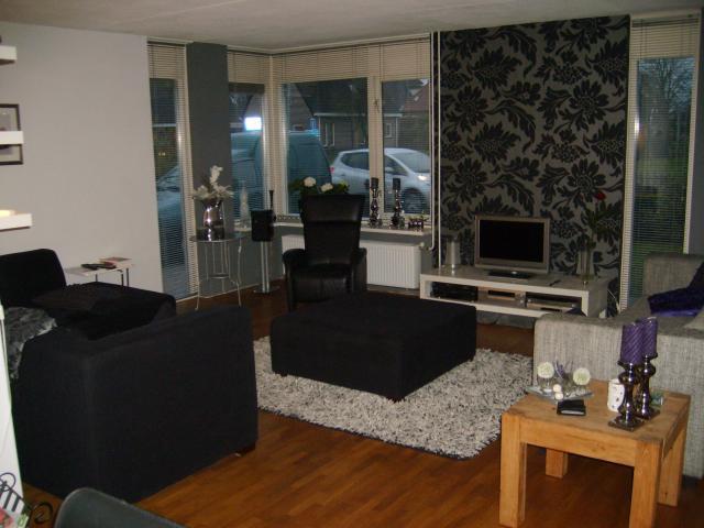 Sfeervolle kamer in grijs zwart tinten interieur - Lounge grijs en paars ...