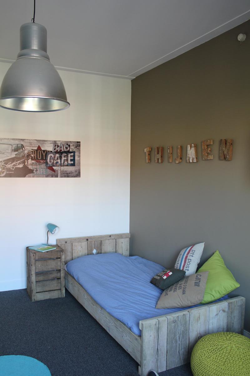 Stoere jongenskamer voor thijmen overveen interieurstylist - Blauwe en grijze jongens kamer ...