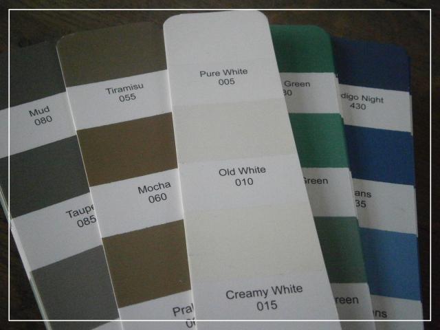 Witte Woonkamer 2: Woonkamer taupe grijs kleur tinten blauw gesmoord.